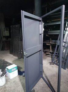 Метални врати за мазета с касова брава 2