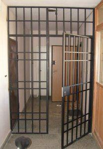 Входни Метални Врати тип Решетки – с опция преграждане на коридор